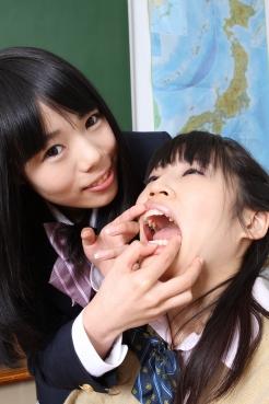 愛美&めい 歯舐めレズ
